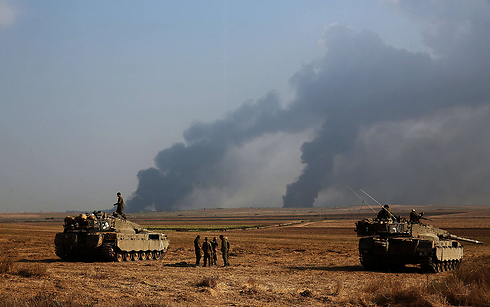Tanks near border as smoke rises from Gaza (Photo: AFP)