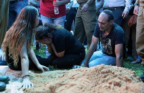 """Похороны Таля Ифраха, убит в ходе операции """"Нерушимая скала"""" (архив). Фото: Ярон Бренер"""