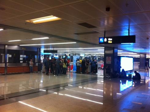 ישראלים בטרמינל באיסטנבול, אמש (צילום: ראובן בלקין) (צילום: ראובן בלקין)