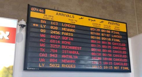 """לוח הטיסות המבוטלות בנתב""""ג (צילום: גלעד מורג) (צילום: גלעד מורג)"""