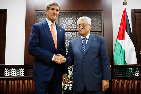 PA President Mahmoud Abbas with US Secretary of State John Kerry. 'Palestinians have been missing opportunities since 1947' (Photo: AP)