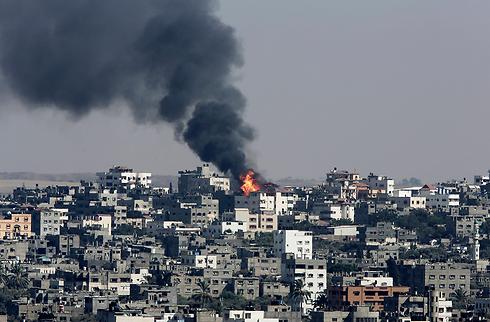 """הפצצת צה""""ל בסג'עייה (צילום: AP) (צילום: AP)"""