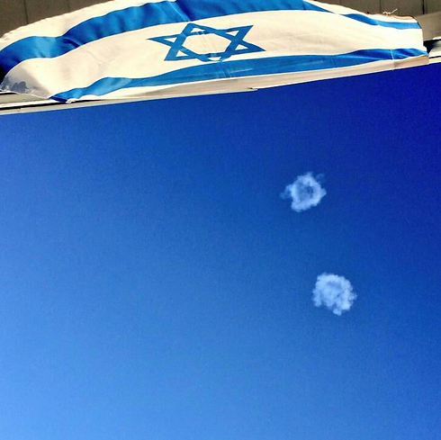 יירוט מעל דגל ישראל במרפסת (צילום: Gaya Alon) (צילום: Gaya Alon)