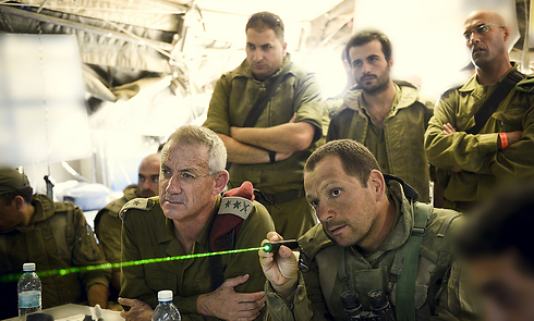 Gantz being briefed by IDF commanders (Photo: IDF Spokesperson's Unit)