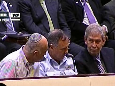 """מפכ""""ל המשטרה, ראש המוסד וראש השב""""כ בשיחה צפופה (צילום: ערוץ הכנסת) (צילום: ערוץ הכנסת)"""