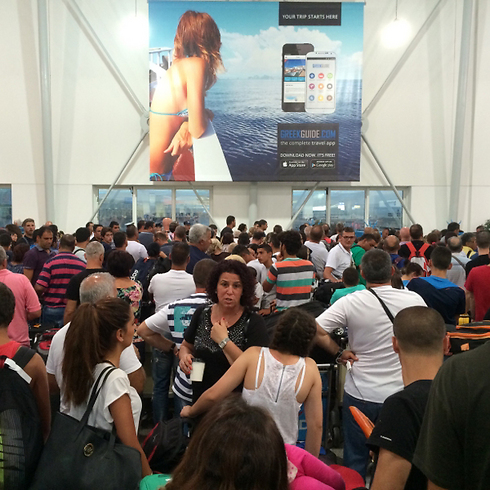 אלפי ישראלים נתקעו באתונה אחרי שלא הורשו לטוס מטורקיה ()