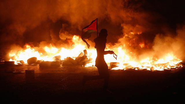 מהומות ליליות בקלנדיה. חשש שמות מפגינים יבעיר את הגדה (צילום:רויטרס) (צילום:רויטרס)