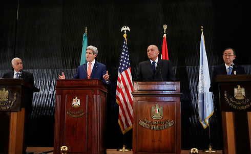 Kerry with UN's Ban and Egypt's Shukri (Photo: AP)