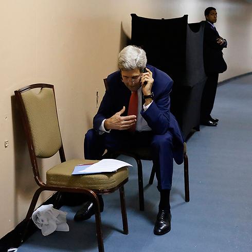 ג'ון קרי בקהיר, מנסה לתווך להפסקת אש (צילום: AP) (צילום: AP)