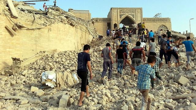 הריסות קבר יונה הנביא, שדאעש פוצץ במוסול (צילום: EPA) (צילום: EPA)