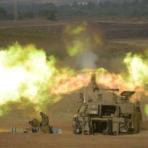 תותחים יורים לעבר רצועת עזה, זמן קצר לפי הפסקת האש (צילום: אבי רוקח) (צילום: אבי רוקח)
