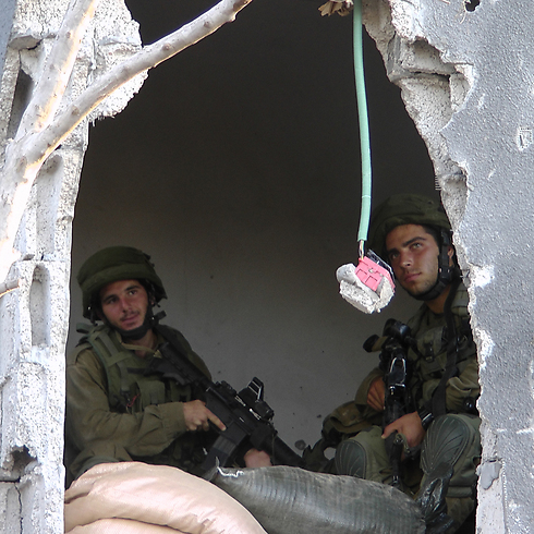תמונה שצילם כתב ynet שהתלווה לכוח מגלן בעזה (צילום: יואב זיתון) (צילום: יואב זיתון)