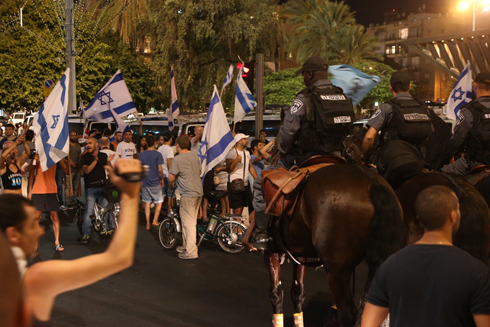 Right wing counter protest in Tel Aviv (Photo: Motti Kimchi)