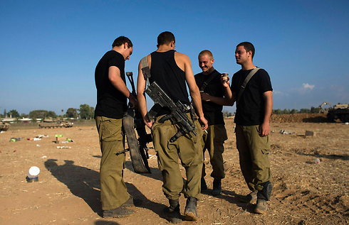 IDF soldiers near the Gaza border (Photo: Reuters)