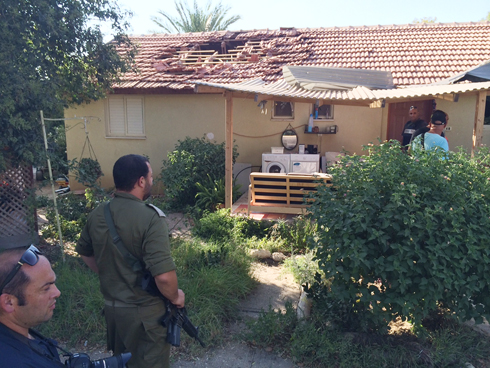 A house in Nahal Oz directly hit by a rocket (Photo: Roee Idan)