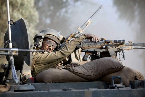 חייל שריון בגבול עזה (צילום: EPA) (צילום: EPA)