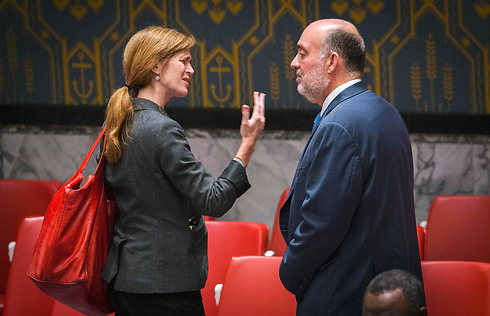Power talking to Israel's Ambassador to the UN Ron Prosor (Photo: Reuters)