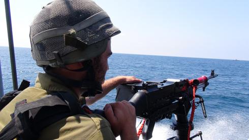 לוחמי חיל הים מול חופי הרצועה (צילום: בראל אפרים) (צילום: בראל אפרים)