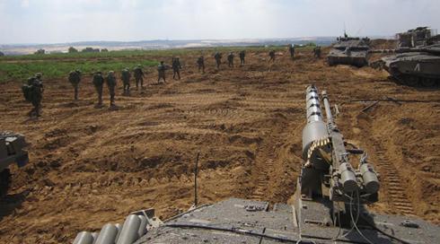 """חיילי צה""""ל בגבול עזה. בטרם יוגף חלון, אנא שובו אלינו בשלום (צילום: דובר צה""""ל) (צילום: דובר צה"""