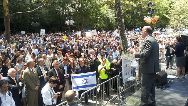 Israeli Ambassador to UN speaks at NY support rally (Photo: Israeli mission to UN)