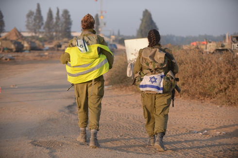 IDF soldiers at Kibbutz Zikim during Operation Protective Edge (Photo: Avi Rokach)