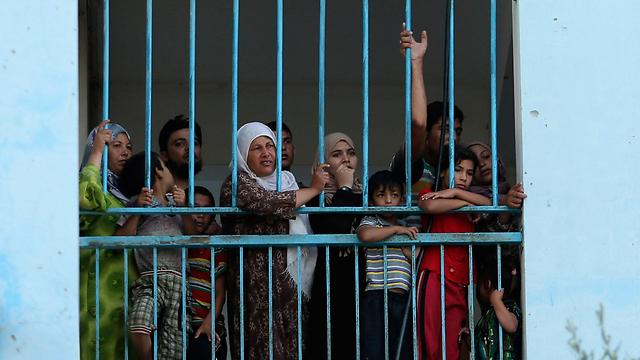 אין לאן לברוח. עקורים פלסטינים בג'בליה (צילום: רויטרס) (צילום: רויטרס)