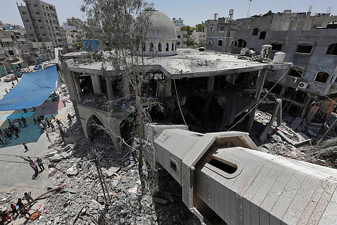 Mosque's destroyed minaret in Gaza (Photo: AP)