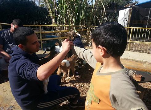 Maor (17) and Amit (7) Bendor (Photo: Miri Bendor)