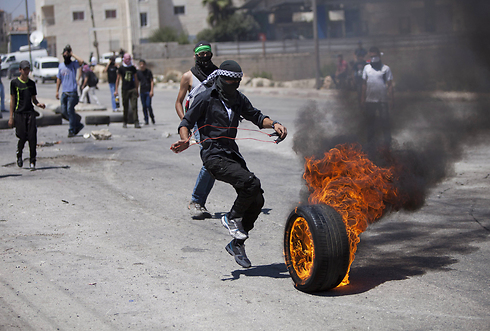 Rioting in the West Bank (Archive: AP) (Photo: AP)