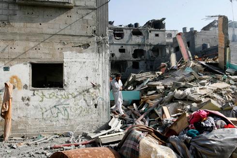 """מראות ההרס בבית שהופצץ על ידי צה""""ל ברפיח (צילום: MCT) (צילום: MCT)"""