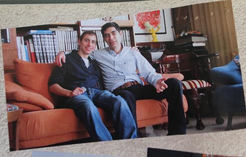 הדר גולדין ואביו שמחה (צילום רפרודוקציה: ירון ברנר) (צילום רפרודוקציה: ירון ברנר)