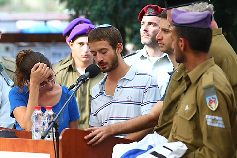 Hadar's twin brother Tzur eulogizes him (Photo: Motti Kimchi)