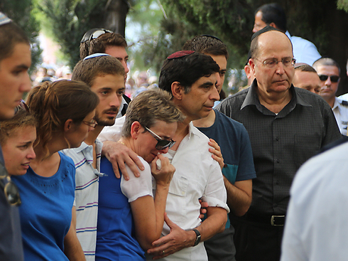 The family of IDF officer Hadar Goldin at his funeral with then-defense minister Ya'alon (Photo: Motti Kimchi)