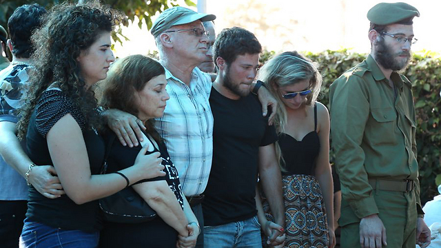 Omri's family: Mother Esti (second from left), father Yoran, brother Rotem and girlfriend Liat (Photo: Ofer Amram)