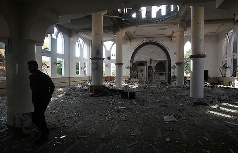 הריסות מסגד בעזה (צילום: רויטרס) (צילום: רויטרס)