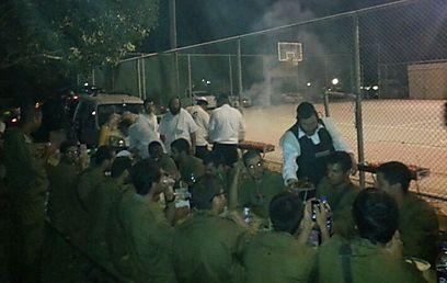 450 חיילים האכיל חסיד ירושלמי בלילה אחד (צילום: נתנאל בניזרי) (צילום: נתנאל בניזרי)