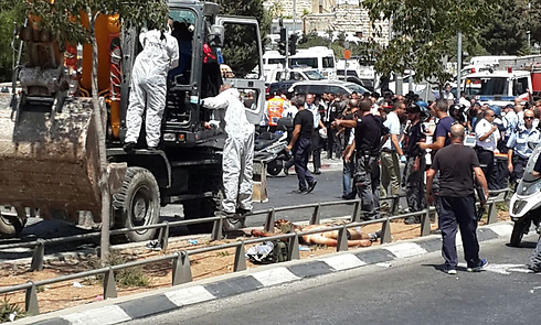 Security officials at the site of the attack (Photo: Tazpit News Agency)