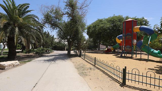 Deserted playground in Kfar Aza (Moti Kimchi)