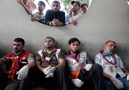 Palestinian medics at Shifa Hospital (Photo: AP)