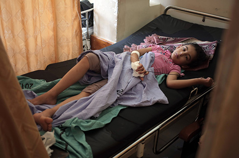 Injured Palestinian girl at Shifa Hospital (Photo: AP)