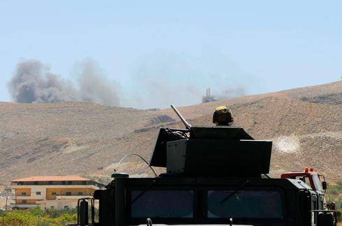 חילופי אש בין צבא לבנון למורדים סורים בעיר הגבול ארסאל (צילום: רויטרס) (צילום: רויטרס)