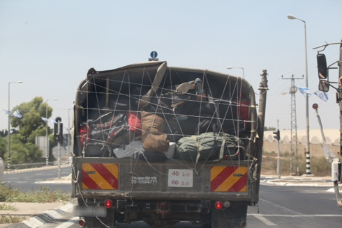 Forces pack up their things, leave Gaza (Photo: Motti Kimchi)