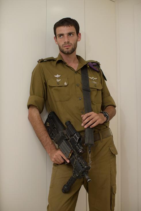 סגן איתן. אישור מגבוה (צילום: אוהד צויגנברג ) (צילום: אוהד צויגנברג )