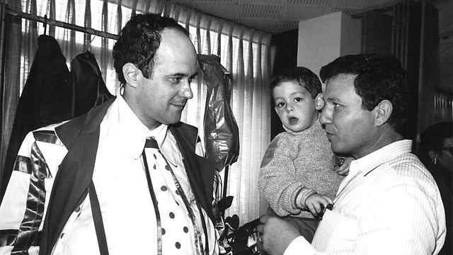 """עם מאיר שטרית בפסטיבל הילדים, 1987 (צילום: צביקה טישלר """"ידיעות אחרונות"""") (צילום: צביקה טישלר"""