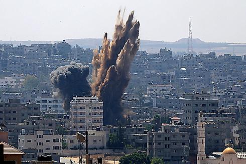 IAF hit Gaza targets after rocket fire renewed (Photo: EPA)