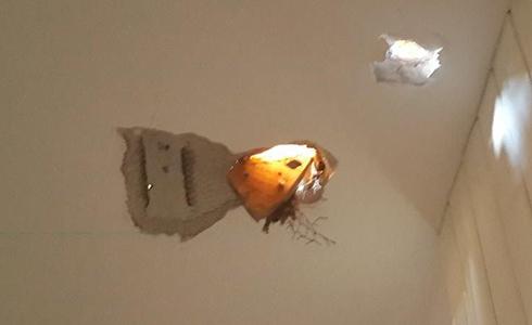 Damage caused to Sderot house, Friday (Photo: Herzl Yosef) (Photo: Herzl Yosef)
