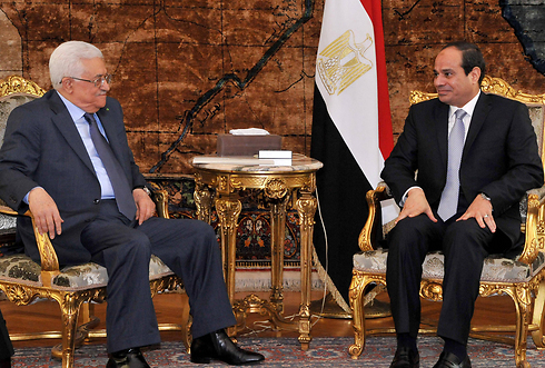 Abbas and al-Sisi meet in Cairo (Photo: AFP/Egyptian Presidency)