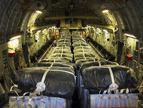 משולח סיוע אמריקני בדרכו לעיראק (צילום: AP) (צילום: AP)