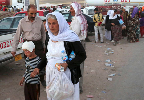 Yazidi refugees on the border of Iraq and Syria (Photo: AP)