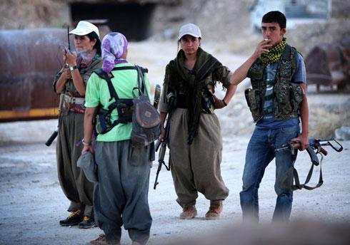 """מסייעים לכורדים בעיראק. לוחמות """"המחתרת הכורדית"""" (PKK) בעיר ארביל (צילום: AFP) (צילום: AFP)"""